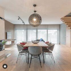 Krzesła oraz krzesła barowe z kolekcja Cheri w jadalni i kuchni! Stylowo i nowocześnie. Projekt @mano_marta_krukowska fot. Jasiek Hewner #ikershop #wnetrze #madeinpoland #polishdesign #designfrompoland #nowoczesnewnętrze #architekturawnetrz @werteloberfell #interiordesign